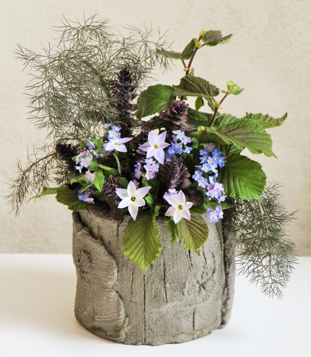 Bouquet de printemps en pot de faux bois