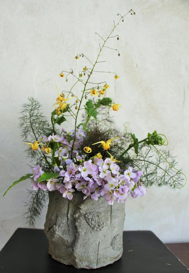 Bouquet fleur des elfes dans pot en faux bois