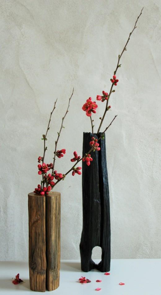 Soliflores en bois avec branches de cognassier du Japon